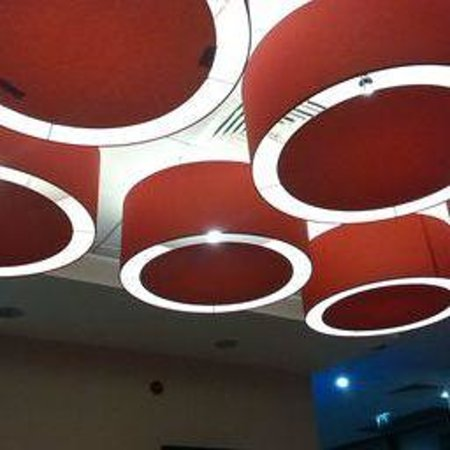 Travelodge Hull Central : lights in bar