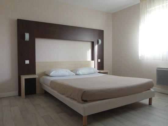 Chambre simple ou double (1 grand lit double) - Picture of L\'Azur ...