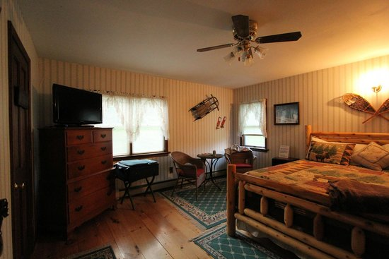 Candlelight Bed and Breakfast: Molly Stark Room