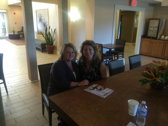 Holiday Inn Express Cullman: My friend and I meeting in the dining area.