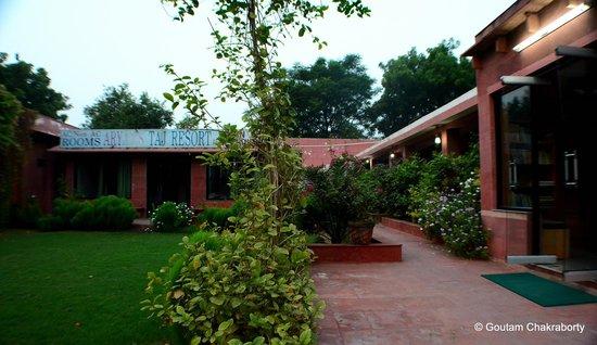 Aryan's Taj Resort: Front View