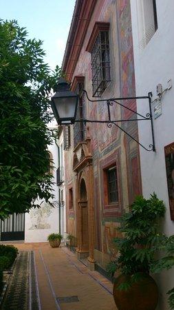 Museo de Julio Romero de Torres: Entrada al patio