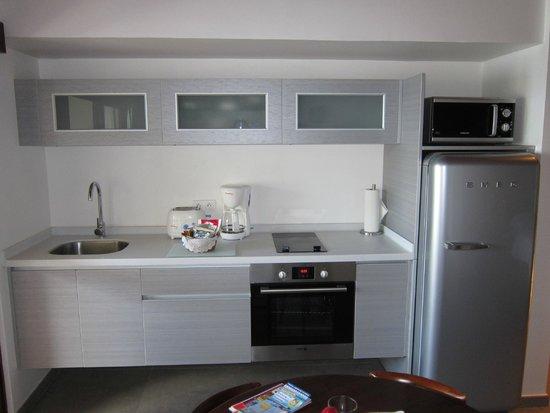 Le Petit Hotel : kitchen