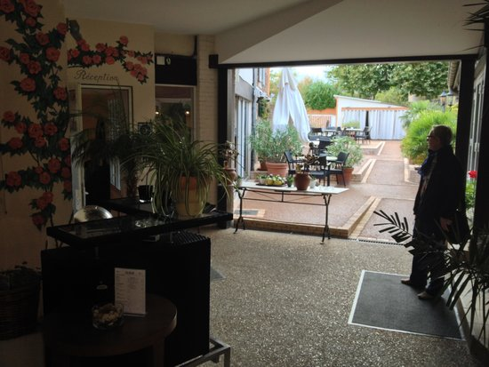 HOTEL-RESTAURANT LA ROSE: Outdoor terrace from bar