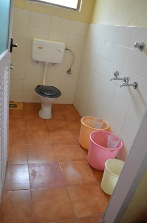 SN Tourist Home & Annex: bathroom
