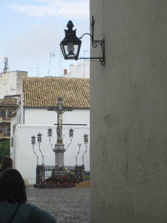 Cristo de los Faroles: Uno de los accesos a la plaza