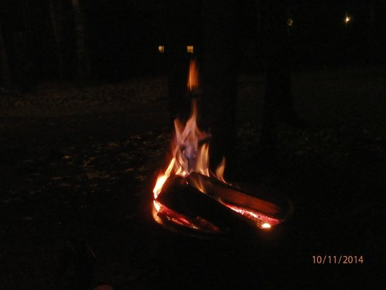 Monroe, VA: Enjoy you evening by the fire