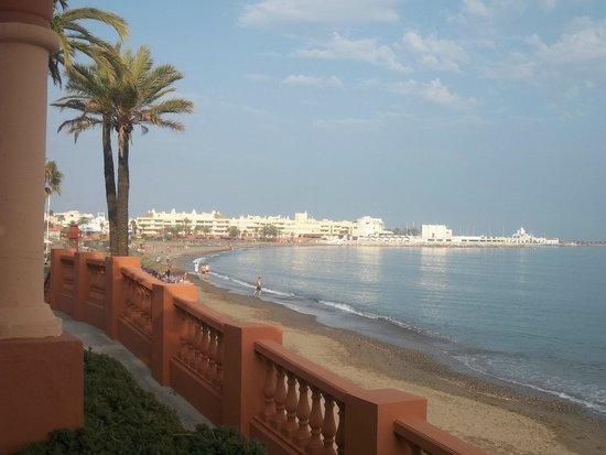 Palia La Roca Hotel-Club : en allant a la marina