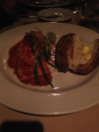 Louie's On The Avenue: Salmon Dinner