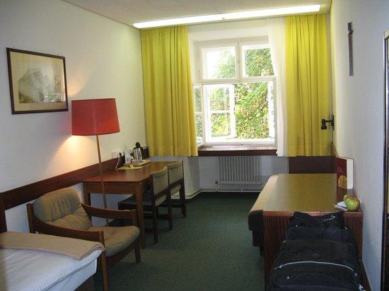 Benediktushaus Guest House: Large room