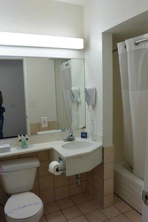 Travelodge Hollywood-Vermont/Sunset: salle de bain
