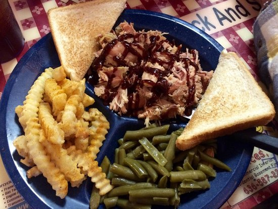 Super Smokers Bar-B-Que Eureka: Platter (one 8 oz pulled pork with green beans and fries)