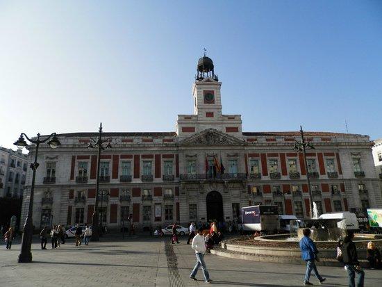 Foto de puerta del sol madrid sede de gobierno regional for Kilometro 0 puerta del sol