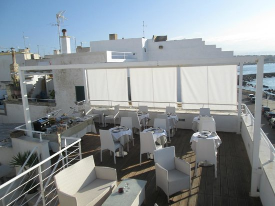 Terrazza allestita per la colazione picture of la - Finestra sul mare gallipoli ...