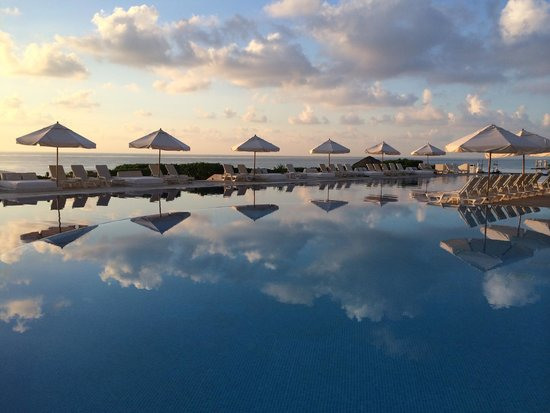 Live Aqua Cancun All Inclusive: Sunrise at Pool