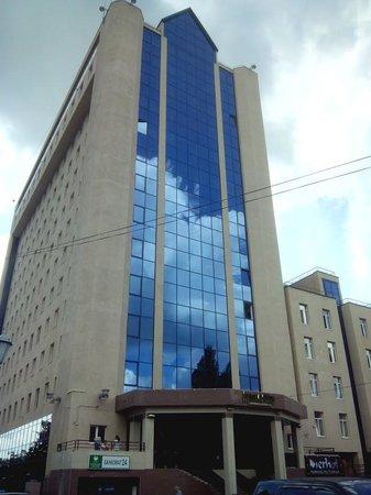 """Business Hotel: Отель находится в бизнес-центр """"Деловой мир"""""""