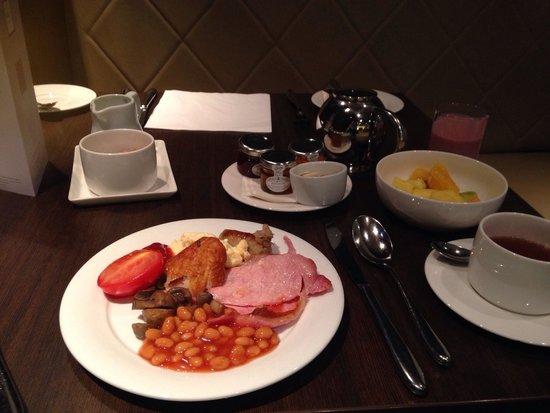 Crowne Plaza Hotel London Ealing: Great breakfast variety!