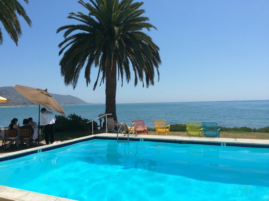 Shoals Restaurant at The Cliff House Inn : The pool