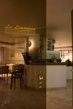 Ristorante ristorante la limonaia srl in firenze con - Ristorante cucina toscana firenze ...