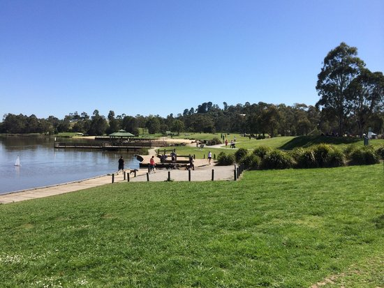 Lilydale Lake: Lakeside trail