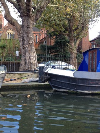 Walker's Quay Canal Cruises: One of the many boats along the way