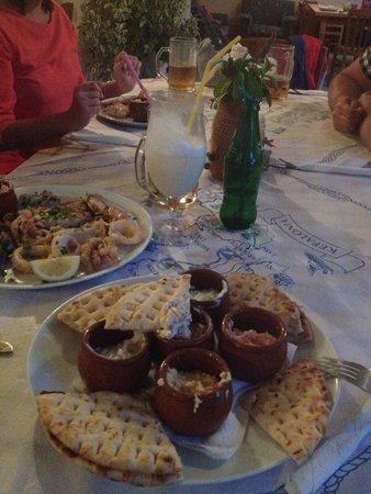 Jerry's Elliniko: The most delicious hummus I've ever eaten :)