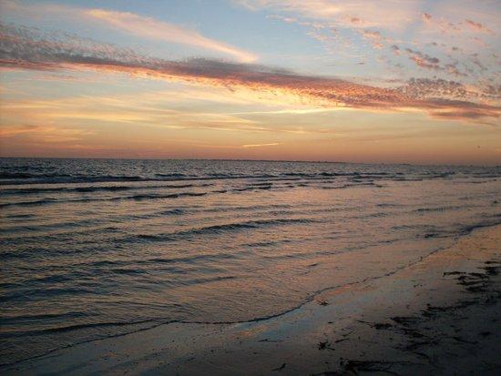Cornerstone Beach Resort : It's another Beautiful Sunset