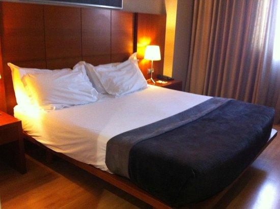Silken Ciudad Gijon: habitación