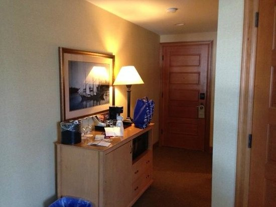 McMillin Suites at Roche Harbor Resort : Entry way