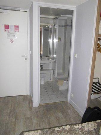 D'Enghien Hotel : salle de bain