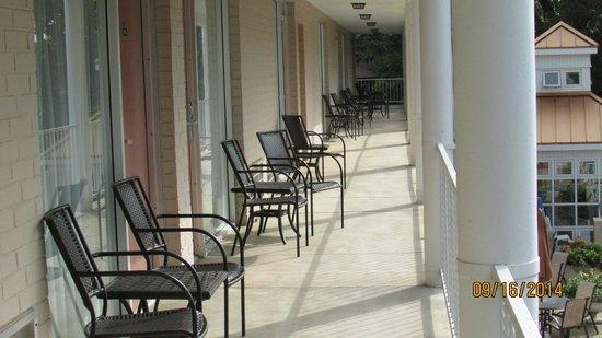 BEST WESTERN Inn of the Ozarks: Balcony