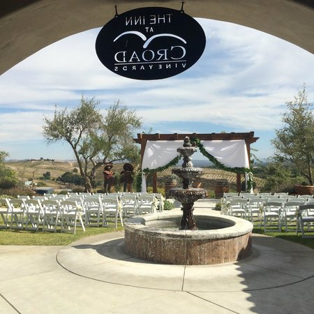 The Inn at Croad Vineyards: Outside the INN, site for our wedding ceremony