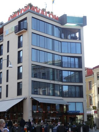Avalon Hotel : Hotelansicht von der Hauptstrasse