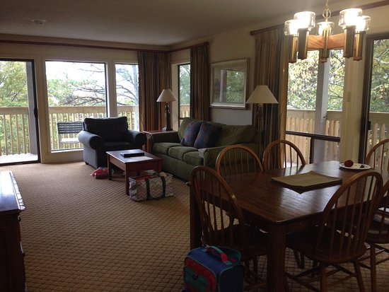 Wyndham Resort at Fairfield Bay: Floor to ceiling windows w porch