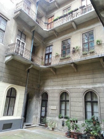 Budapest Best Apartments: Open area in the middle