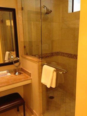 Napa Valley Lodge: Bathroom
