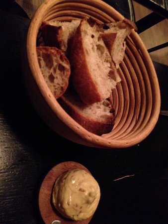 Restaurant Radio: おいしいパンとオニオンバター