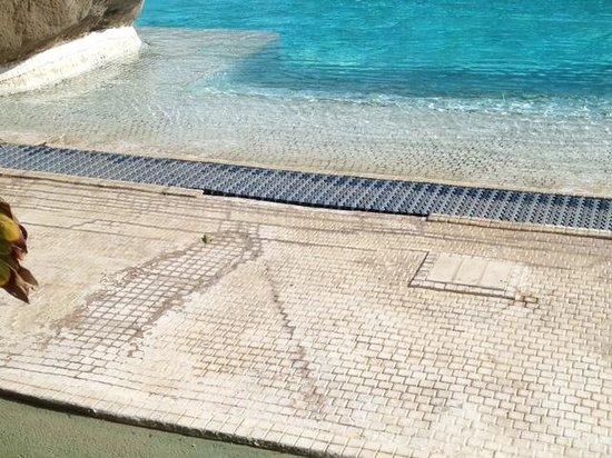Parque Verde: L'entrée de la piscine attention aux mycoses