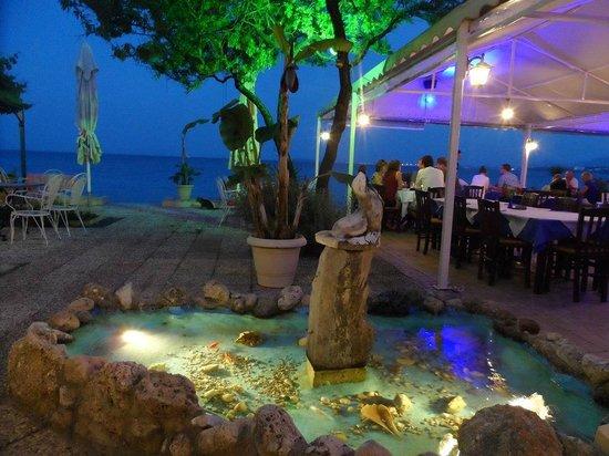 Ipsos, Grekland: als restaurant
