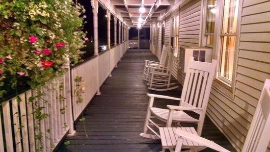 The New London Inn: love the porches.