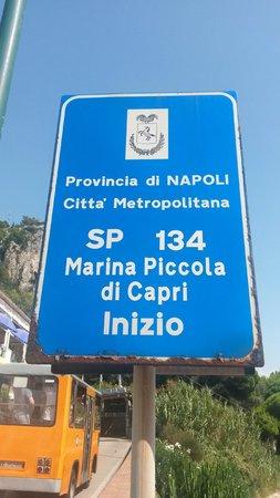 Marina Piccola: Letrero de la Parada de Bus