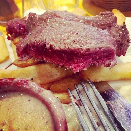 Au bon graillou : Perfectly cooked rare sirloin