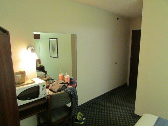 Microtel Inn & Suites by Wyndham Tulsa East: Towards Door View