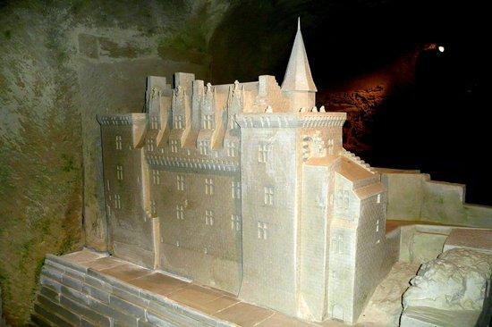 Pierre et Lumiere: Sculpture du château de Montsoreau