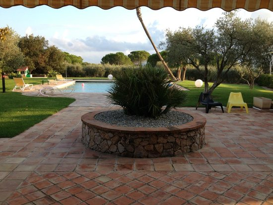 Le Clos des Escapades: terrasse vue sur jardin