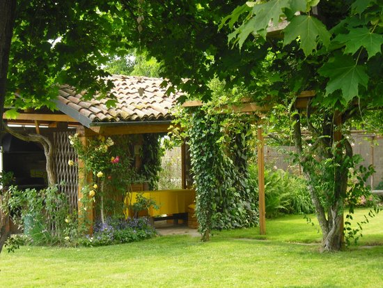 casetta/cucina nel giardino - Foto di Il Frutteto, Lagnasco ...