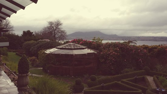 Lake Taupo Lodge: Morning view as the fog passed over
