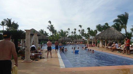 excellence punta cana gran piscina juegos recreativos diarios