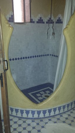 Hotel Dar Mounir: Shower/bathroom