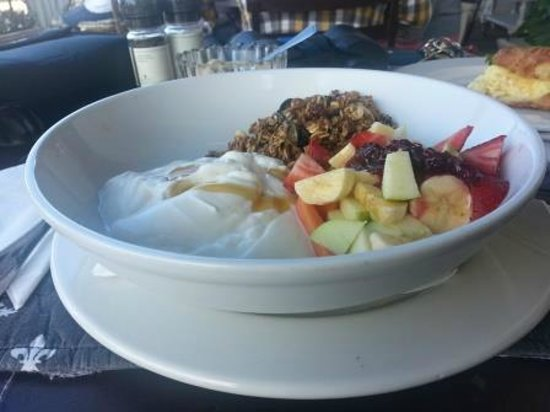 Just Pure Bistro: Healthy breakfast - fresh fruit with Greek yoghurt and berry compote